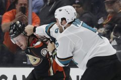 Burns, Kane help Sharks beat Ducks for 5th straight win