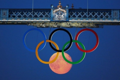 The full moon rises through the Olympic Rings hanging beneath Tower Bridge during the London 2012 Olympic Games in Britain, August 3, 2012