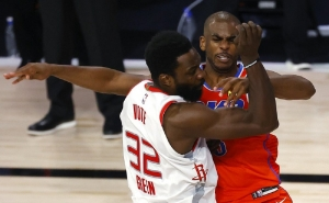 Oklahoma City Thunder's Chris Paul, right, tangles with Houston Rockets' Jeff Green during the third quarter of Game 3 of an NBA basketball first-round playoff series, Saturday, Aug. 22, 2020, in Lake Buena Vista, Fla.