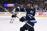 Beaulieu's 1st goal of season lifts Jets over Blackhawks