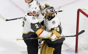 Fleury, Golden Knights beat Blackhawks for 3-0 series lead