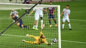 Messi shines as Blaugrana set up Bayern clash