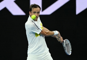 Birthday boy Medvedev extends winning streak to 16 matches