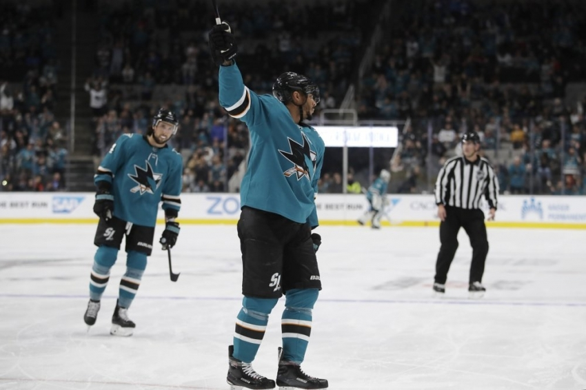 Kane's 3 goals in 1st lead Sharks past Hurricanes