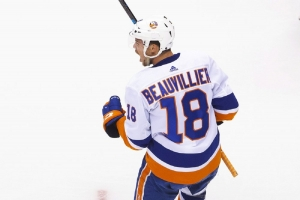 Islanders advance with win over Panthers