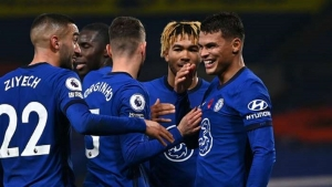 Chelsea v Sheffield United: Comeback sees Blues keep pace at top