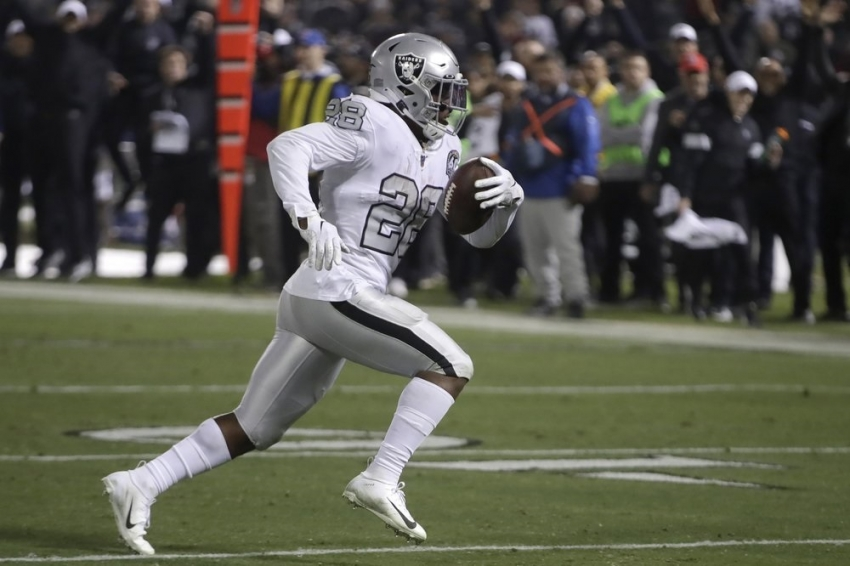 Raiders rally to beat Chargers