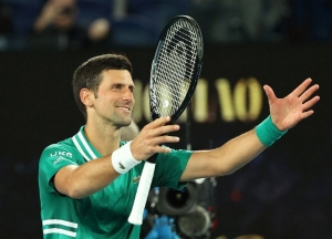 Djokovic serves up masterclass on favourite court