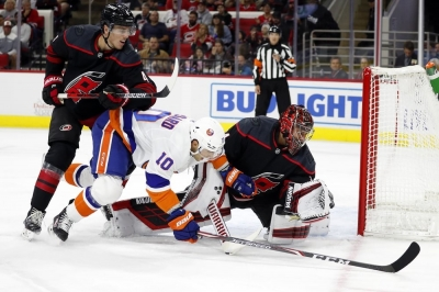Hurricanes top Isles for best start in franchise history