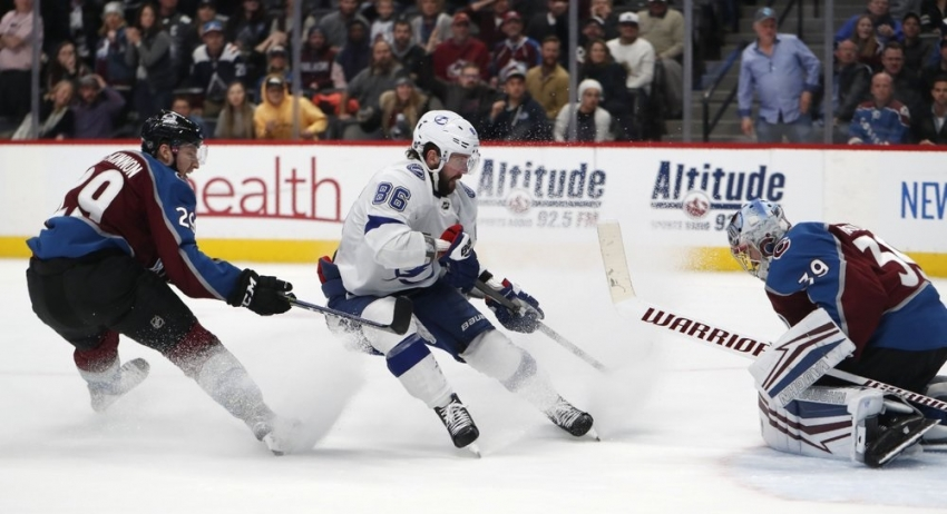 Lightning top Avs in OT for franchise-best 11th straight win