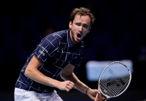 Medvedev fights off Nadal to set up ATP Finals showdown with Thiem