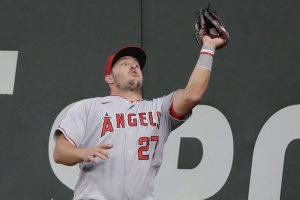 Trout homers in 1st AB as father, Angels beat Mariners