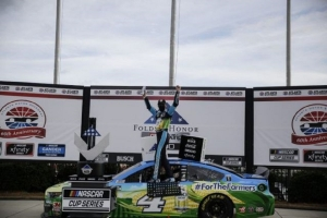 Harvick prevails to continue dominance at Atlanta Motor Speedway