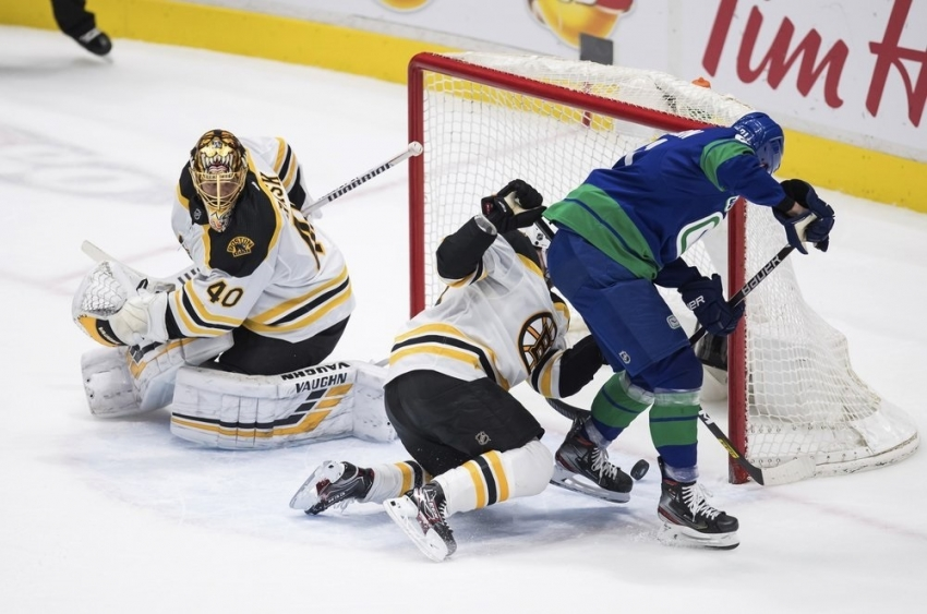 Toffoli has 3-point game, Canucks rout Bruins