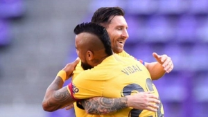 Vidal and Messi combine as Barca cling to title hope