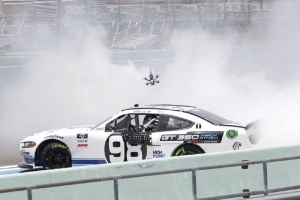 Briscoe finds a way, wins Xfinity race at Homestead