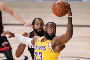 LeBron inks 2-year, $85 million extension with Lakers