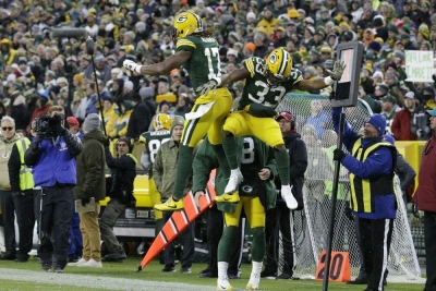 Packers' Jones scores 3 TDs in win over Carolina