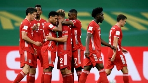 Lewandowski strikes twice to help secure DFB-Pokal