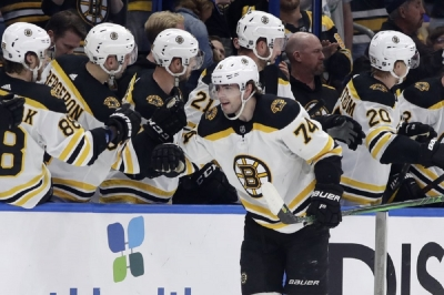 NHL-best Bruins beat Lightning to extend division lead