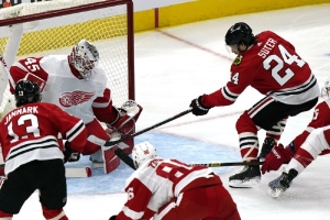 Detroit Red Wings v Chicago Blackhawks: Suter scores first 3 NHL goals as Blackhawks beat Red Wings